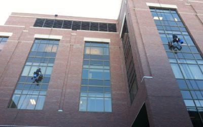 Seguridad en la limpieza de fachadas